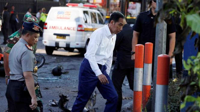Presiden Joko Widodo kunjungi lokasi ledakan bom bunuh diri