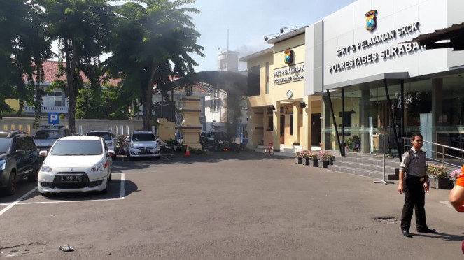 Suasana di sekitar Mapolrestabes Surabaya pasca ledakan bom