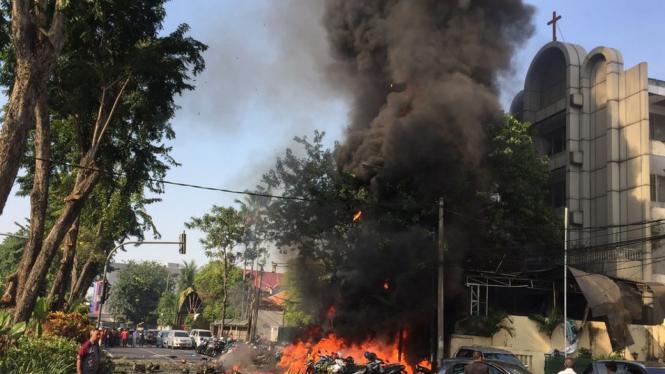 Pengeboman di Gereja Pantekosta, Surabaya, Minggu (13/05). - AFP