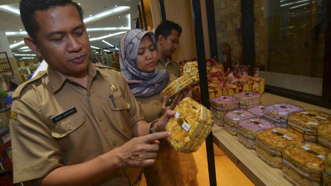 Tim Satgas Pangan melakukan inspeksi mendadak (sidak) makanan dan minuman di sejumlah pusat perbelajaan di Tasikmalaya