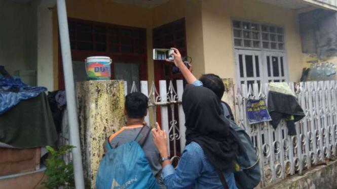 Rumah seorang warga terduga teroris yang ditangkap Densus 88 di Malang, Jawa Timur, pada Selasa, 15 Mei 2018.