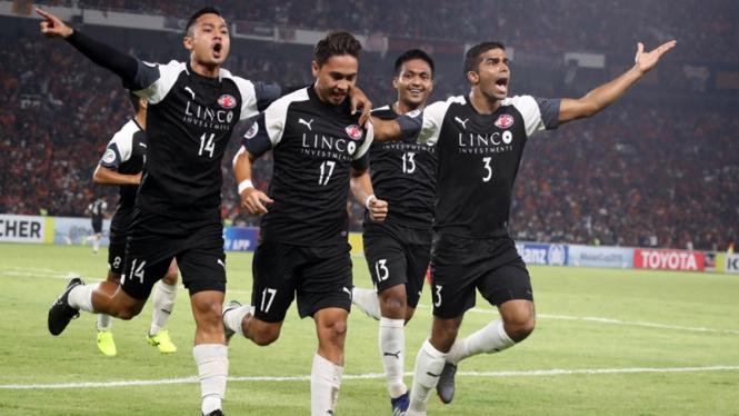 Pemain Home United merayakan gol ke gawang Persija