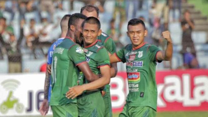 Ilustrasi para pemain PSMS Medan merayakan kemenangan