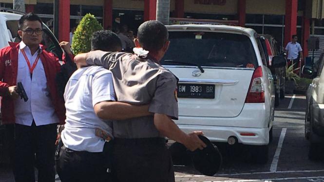 Seorang Polisi terluka akibat serangan terorisme di Mapolda Riau