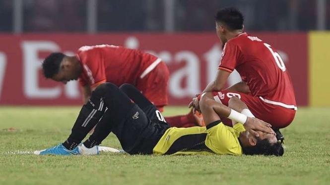 Kiper Persija Jakarta, Muhammad Rizky, usai kalah dari Home United