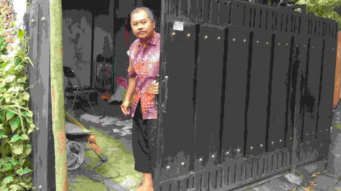 Arifin dan istrinya, Siti Rohaida, korban salah tangkap Densus 88 Antiteror Polri.