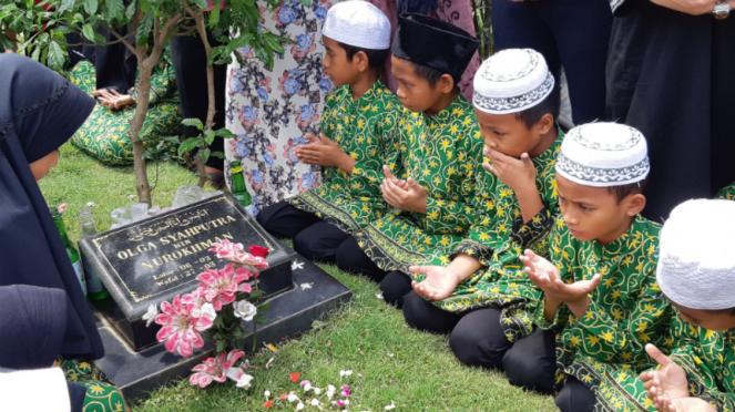 Makam almarhum Olga Syahputra.