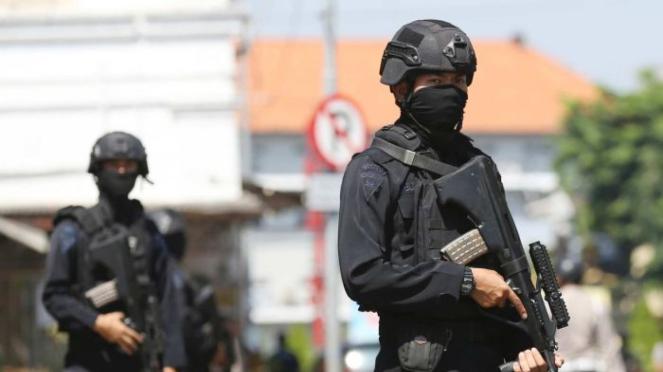 Pemerintah RI menghadapi tantangan berat dalam mengatasi teroris yang pulang dari wilayah konflik dan ekstrimisme dalam negeri.