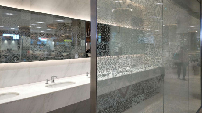 Tempat cuci tangan di food court Plaza Senayan