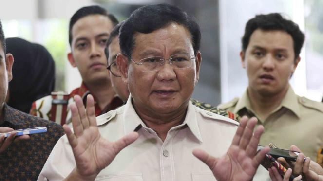 Ketua Umum Partai Gerindra, Prabowo Subianto saat menjawab pertanyaan wartawan