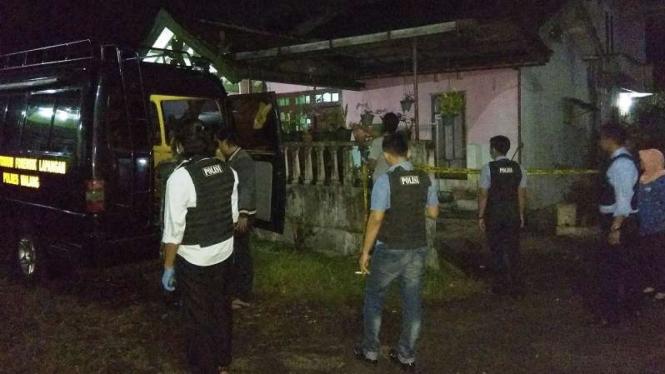Densus geledah rumah terduga teroris di Malang