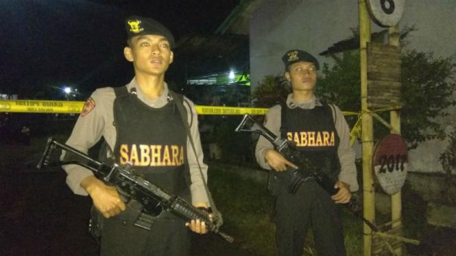 Densus 88 gerebek terduga teroris di Malang