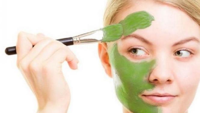 Perawatan wajah alami.