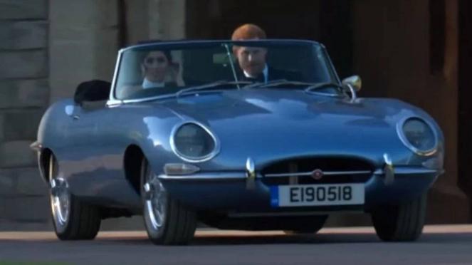 Pangeran Harry dan Meghan Markle mengendarai Jaguar listrik