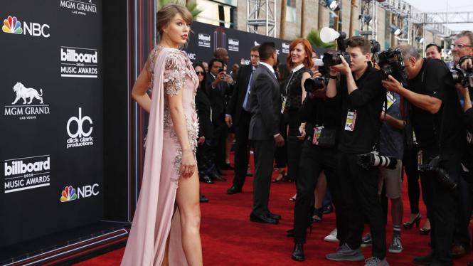 Taylor Swift Raih 2 piala Billboard Music Awards