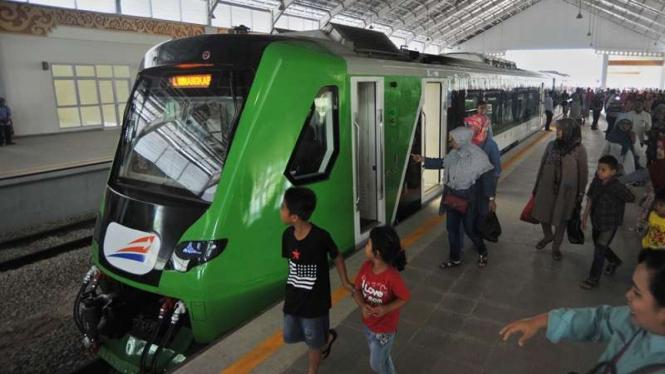 Kereta api Bandara Minangkabau Ekspres