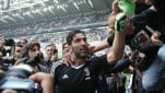 https://thumb.viva.co.id/media/frontend/thumbs3/2018/05/22/5b0396a2eec3f-penjaga-gawang-juventus-gianluigi-buffon_151_85.jpg