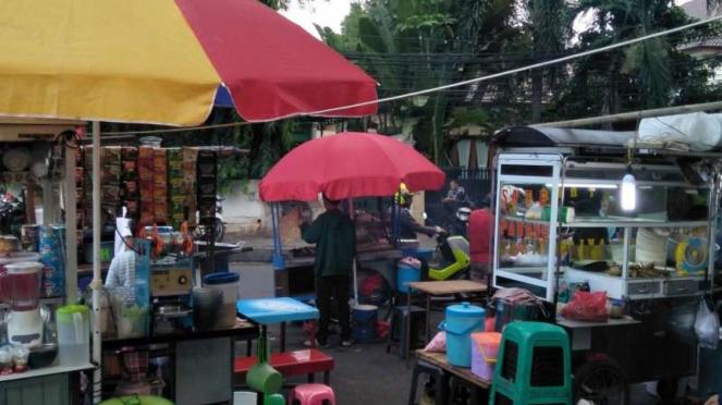 Berburu takjil di Masjid Sunda Kelapa