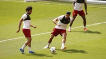 https://thumb.viva.co.id/media/frontend/thumbs3/2018/05/23/5b04f328566be-pemain-liverpool-mohamed-salah-saat-latihan-menjelang-laga-final-liga-champions_213_120.jpg