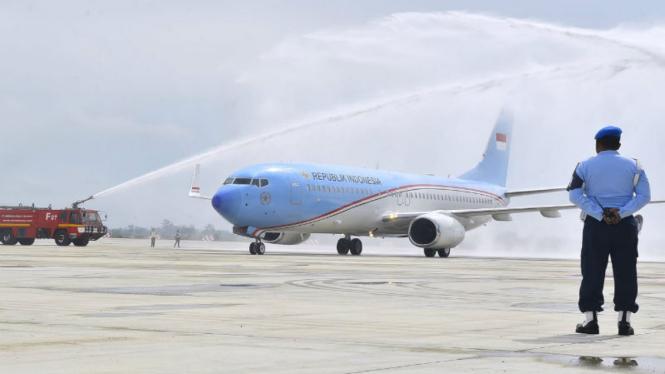 Pesawat Kepresidenan mendarat perdana di Bandara Kertajati, Majalengka