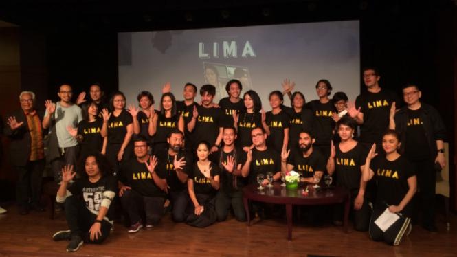 Kru dan para pemain film Lima.