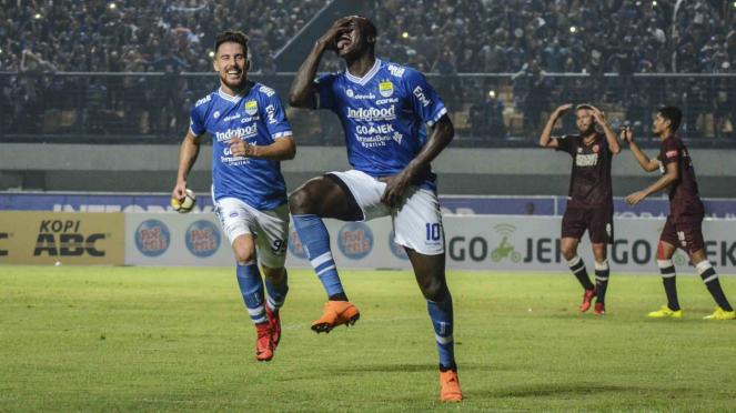 Bomber Persib Bandung, Ezechiel Ndouasel dan Jonathan Bauman