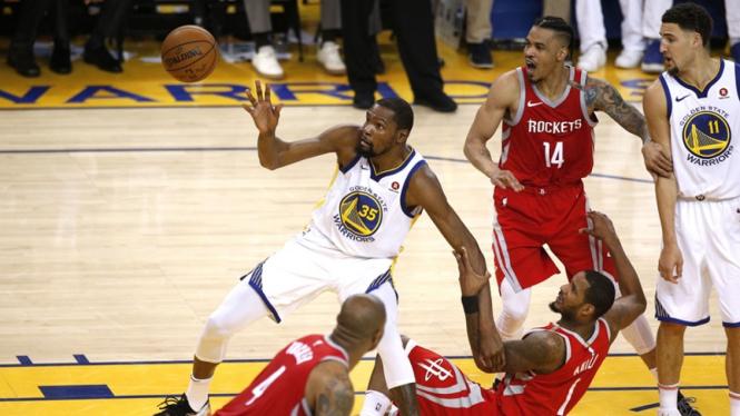 Pertandingan Golden State Warriors vs Houston Rockets