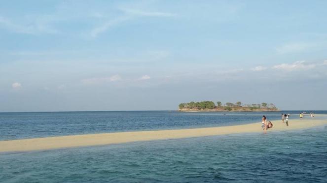 Gili di Lombok yang masih sepi pengunjung.