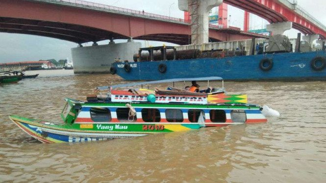 Dua speedboat bertabrakan di wilayah perairan Sungai Musi, Palembang, Sumatra Selatan, pada Rabu siang, 30 Mei 2018.