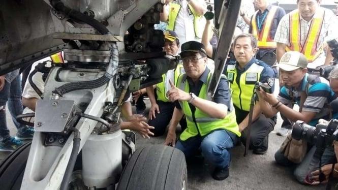 Menteri Perhubungan Budi Karya Sumadi melakukan ramp check pesawat