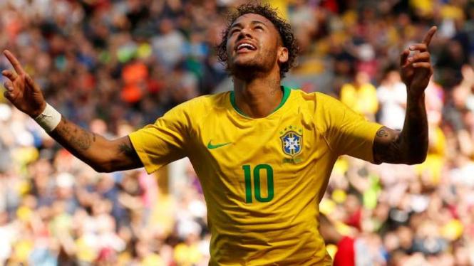 Striker Brasil, Neymar, rayakan gol.