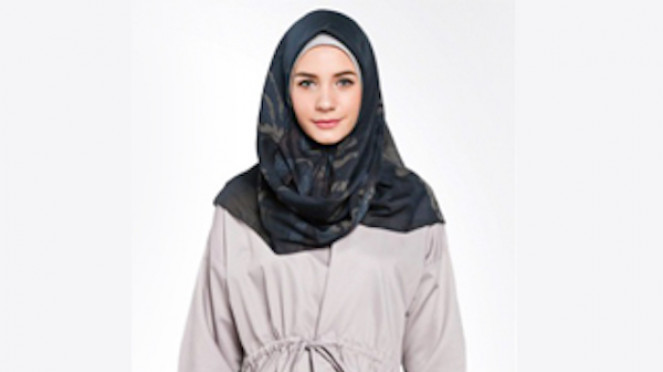 Koleksi hijab Kami Idea Raaja warna Navy Blue