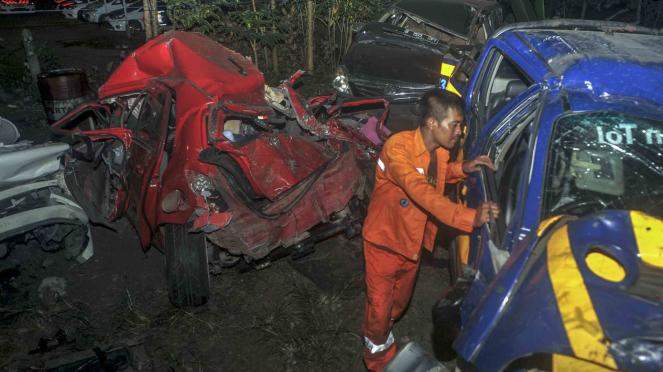 Sorot Jalur Mudik -  Kecelakan beruntun di Tol Cipularang KM 91 arah Bandung