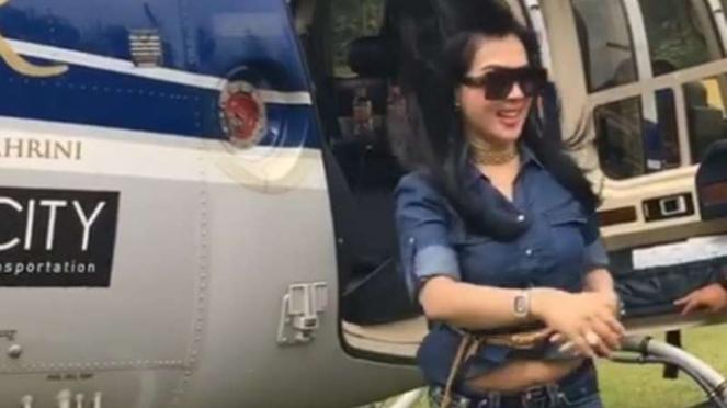 Syahrini mudik naik helikopter
