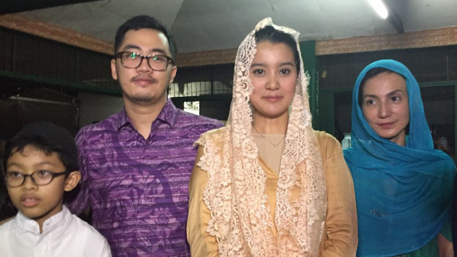 Marcella Zallianty, Wanda Hamidah dan Dennis Adhiswara