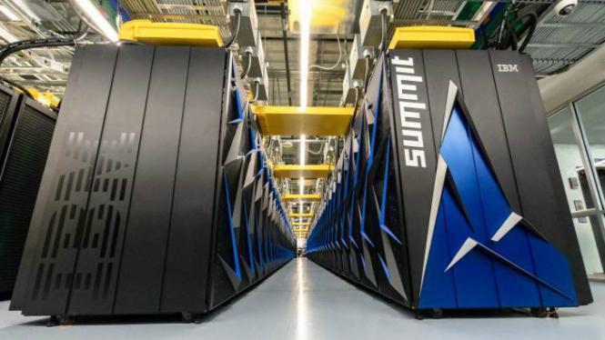 Superkomputer Summit milik laboratorium Departemen Energi AS.