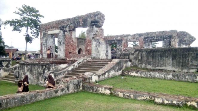 Bangunan peninggalan-peninggalan Kesultanan Banten