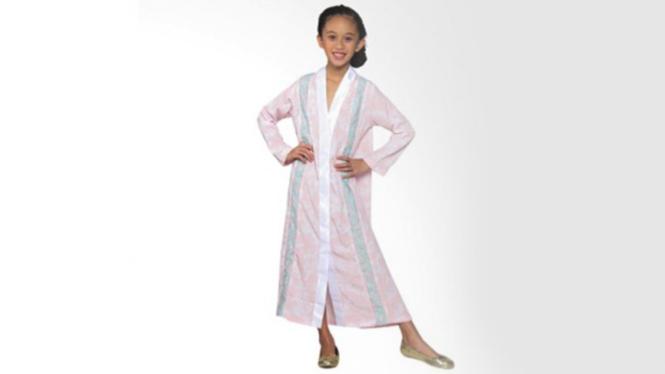 Gamis corak berwarna peach dari Versail Kids Junior
