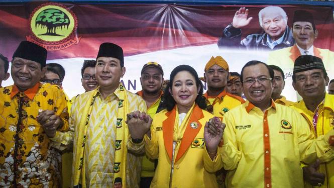 Siti Hediyati Hariyadi atau Titiek Soeharto pindah ke Partai Berkarya