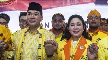 Siti Hediyati Hariyadi atau Titiek Soeharto (kanan) bersama Tommy Soeharto (kiri) berkumpul di Partai Berkarya