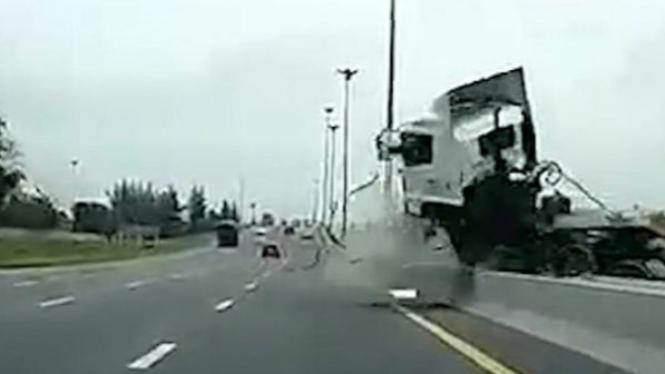 Kecelakaan mengerikan truk.