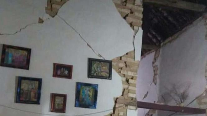 Rumah warga Sumenep, Jawa Timur, rusak parah diterjang gempa.