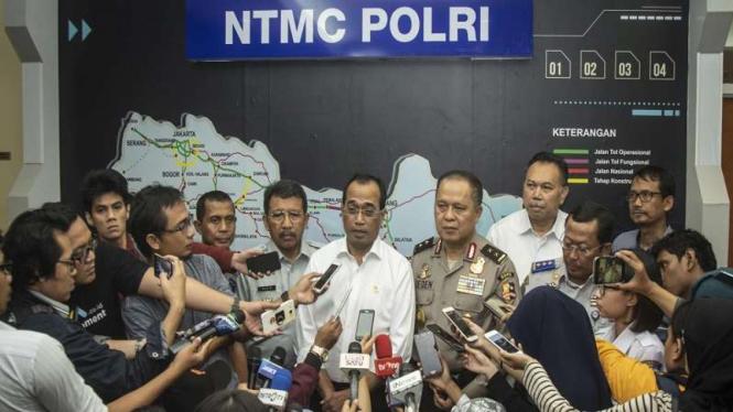 Menteri Perhubungan Budi Karya Sumadi dan Asops Kapolri Irjen Pol Deden Juhara