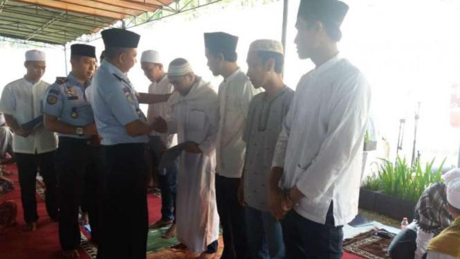 Para napi Rutan Cilodong Depok mendapatkan remisi Idul Fitri