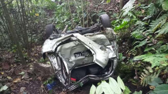 Satu mobil berpenumpang sebelas orang kecelakaan tunggal parah di jalan lintas Padang-Painan, Sumatera Barat, tepatnya di kawasan kelok Patai pada Minggu pagi, 17 Juni 2018.