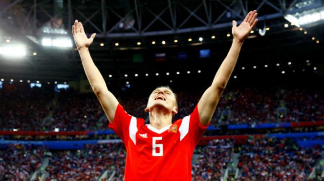 Gelandang Rusia, Denis Cheryshev, merayakan gol ke gawang Mesir.