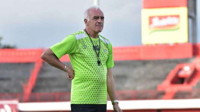 Pelatih Persib Bandung, Roberto Carlos Mario Gomez.