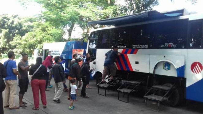 Pelayanan SIM keliling di Jakarta.