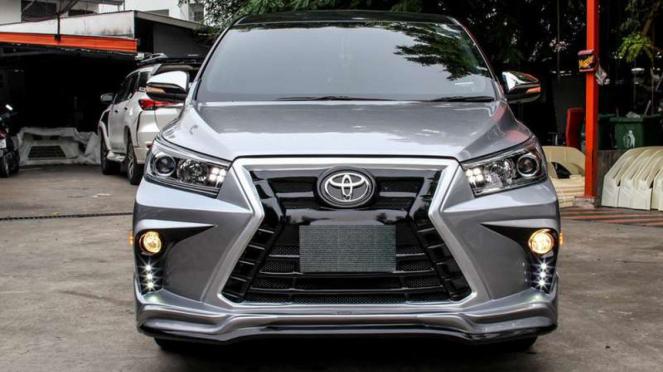 Innova modifikasi Lexus.