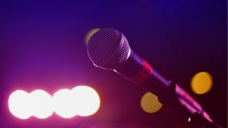 Ilustrasi karaoke/microphone.